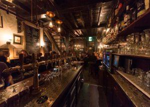 Blaauwe Hand achter de Bar