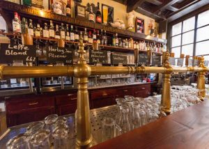 In de Blaauwe Hand - tap - glas - drank